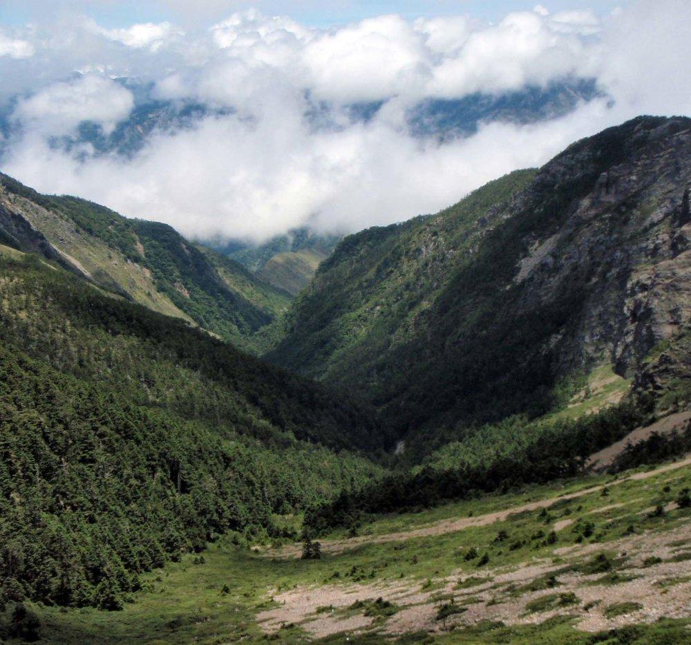 descending towards the north ridge.jpg