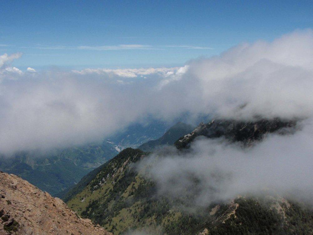 Jade Mountain cloud city.jpg