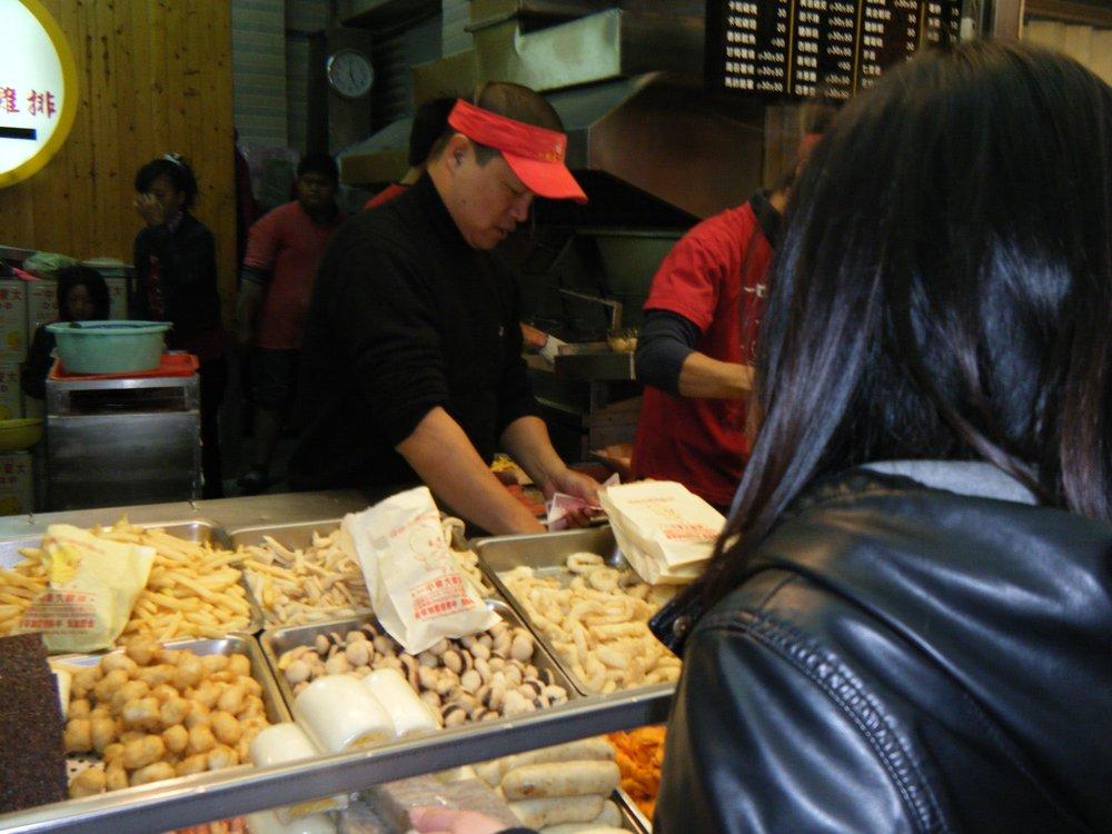 I-Zhong night market Taichung.jpg