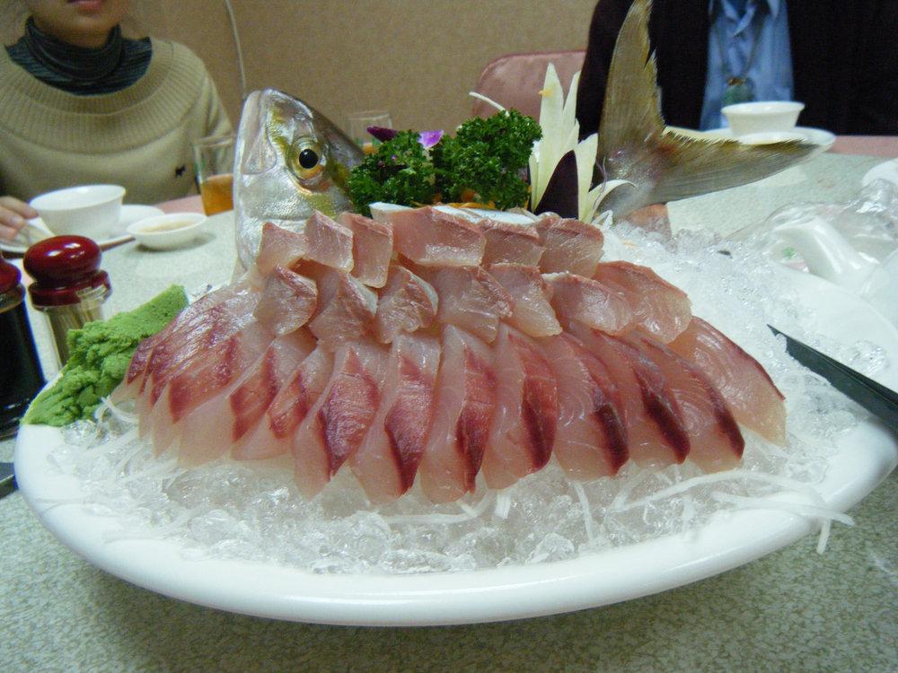 Amberjack sashimi in Kaohsiung.jpg