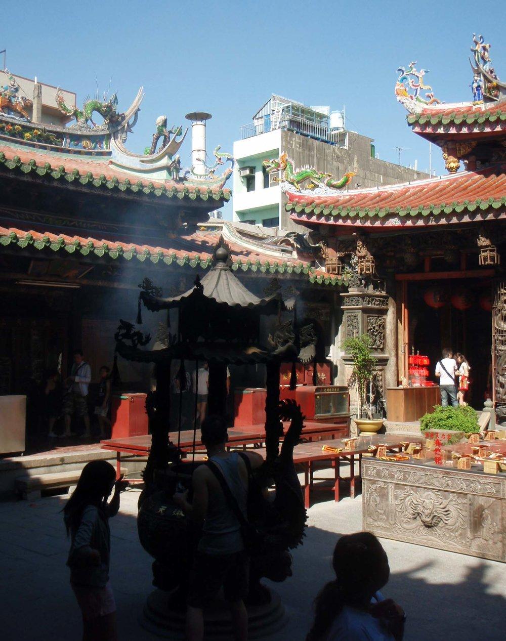 Longshan temple 2.jpg