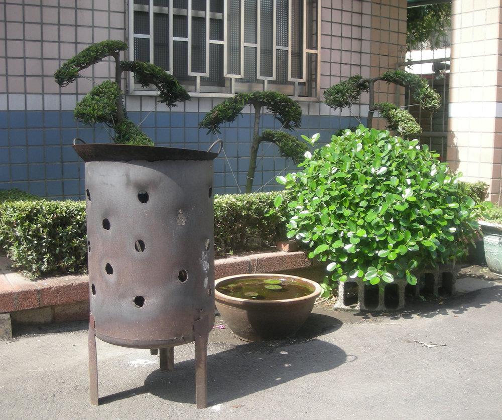 outside of Taoist temple of Hemei.jpg