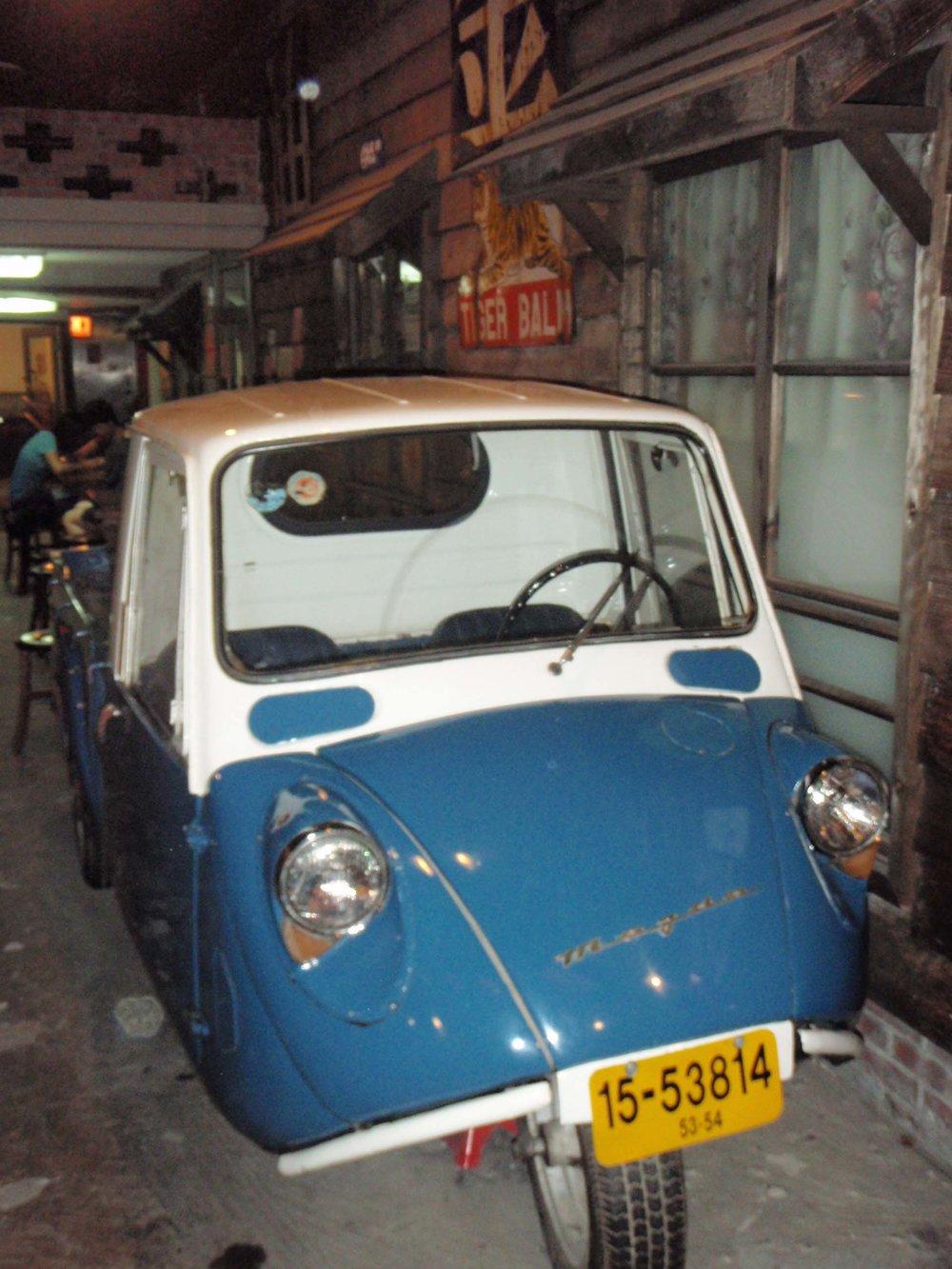 old style car.jpg