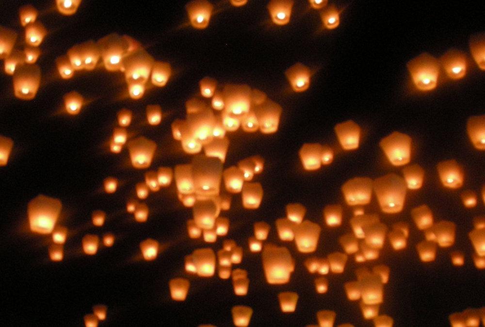 releasing the lanterns 2.jpg