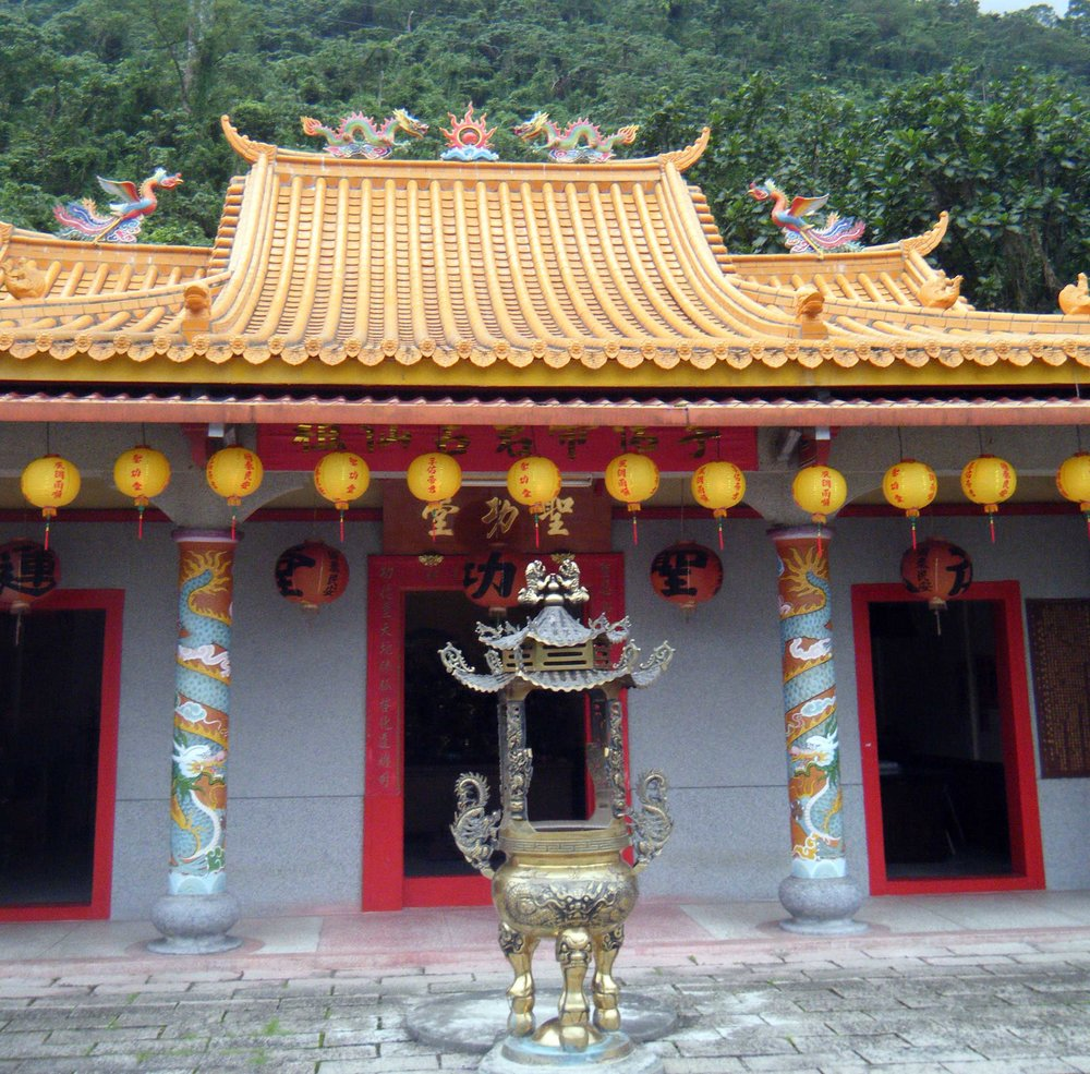 temple near Liyutan.jpg
