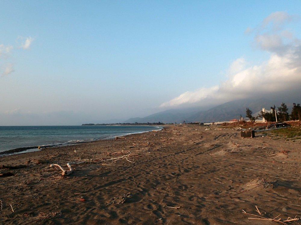 desolate beach near Checheng.jpg