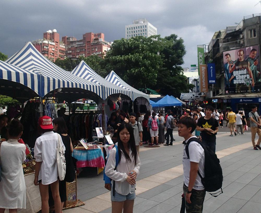 hoards in Taipei.jpg