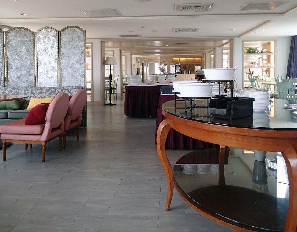 Boutix dining room.jpg