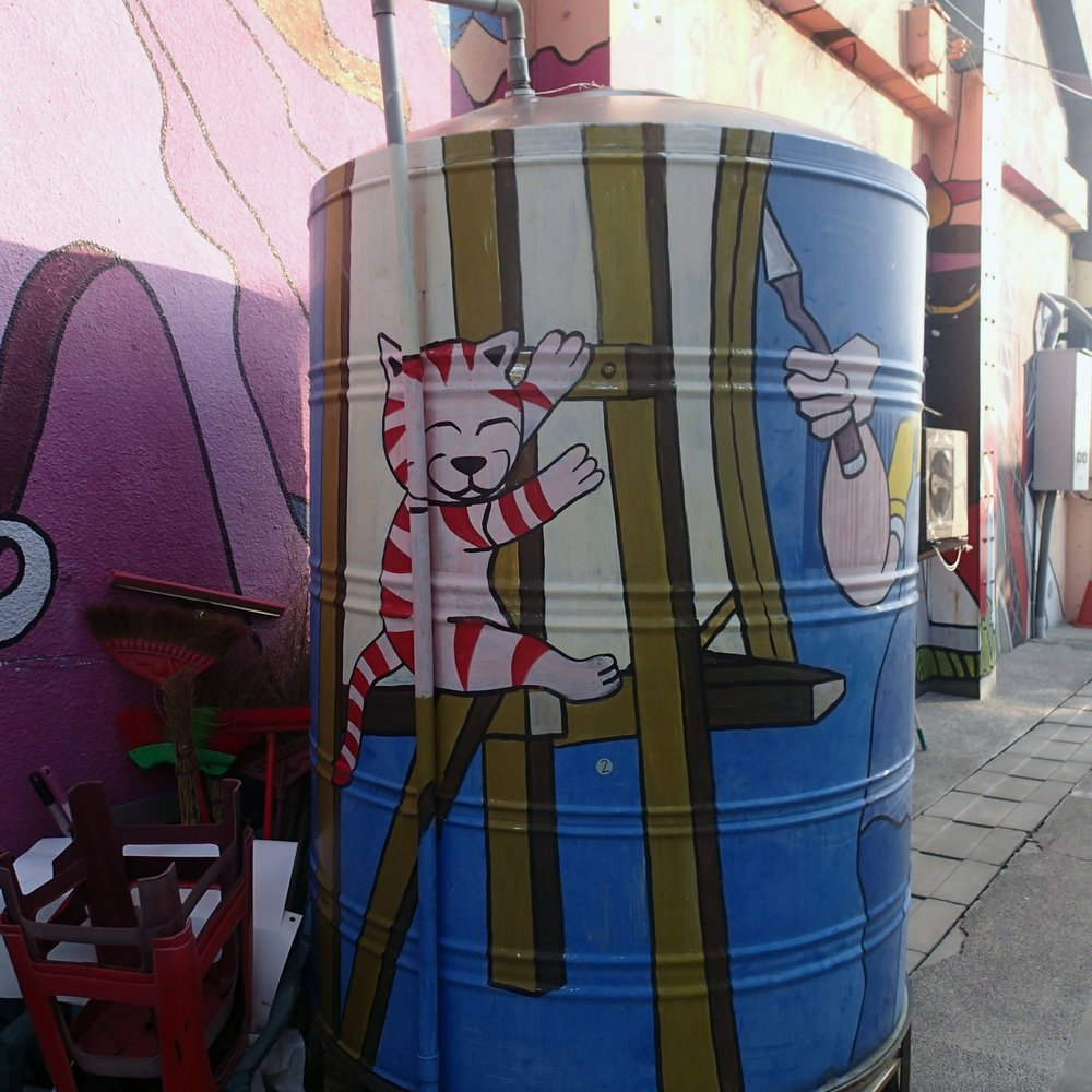 happy cat trashcan.jpg