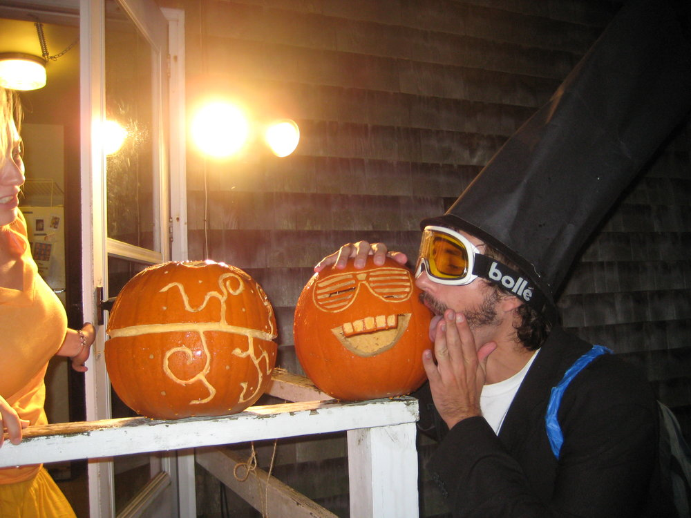 pumpkin make out.jpg