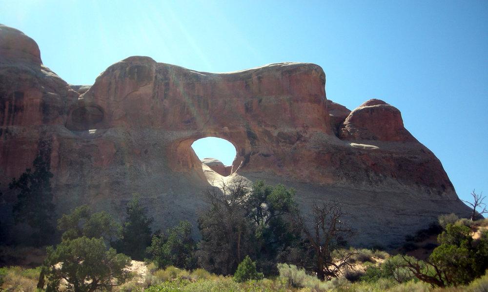 arch near Devil's Garden.jpg