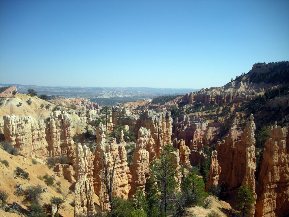 hoodoos on Fairyland trail.jpg