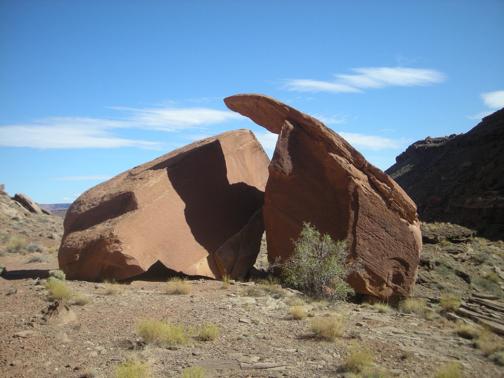 weird rocks Lathrop trail.jpg