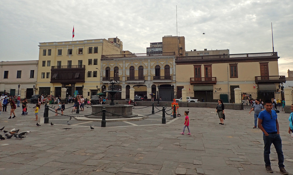 plaza near Santo Francisco.jpg