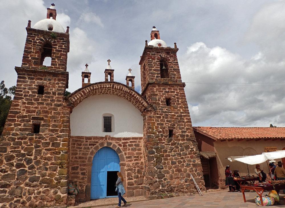 Raqchi cathedral 2.jpg