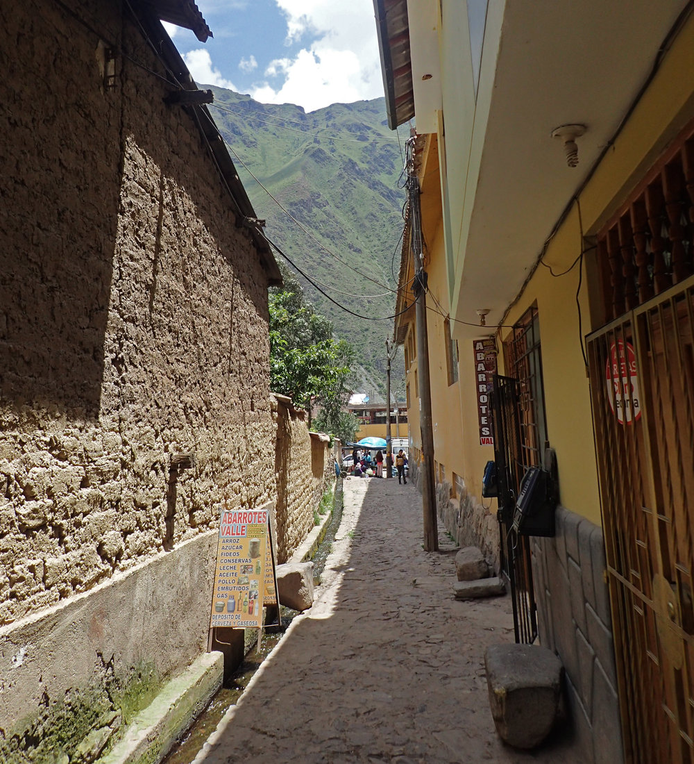 alley behind Valle Inca.jpg