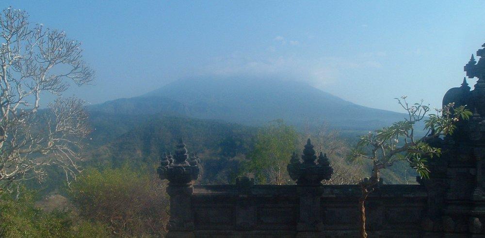 agung and temple.JPG