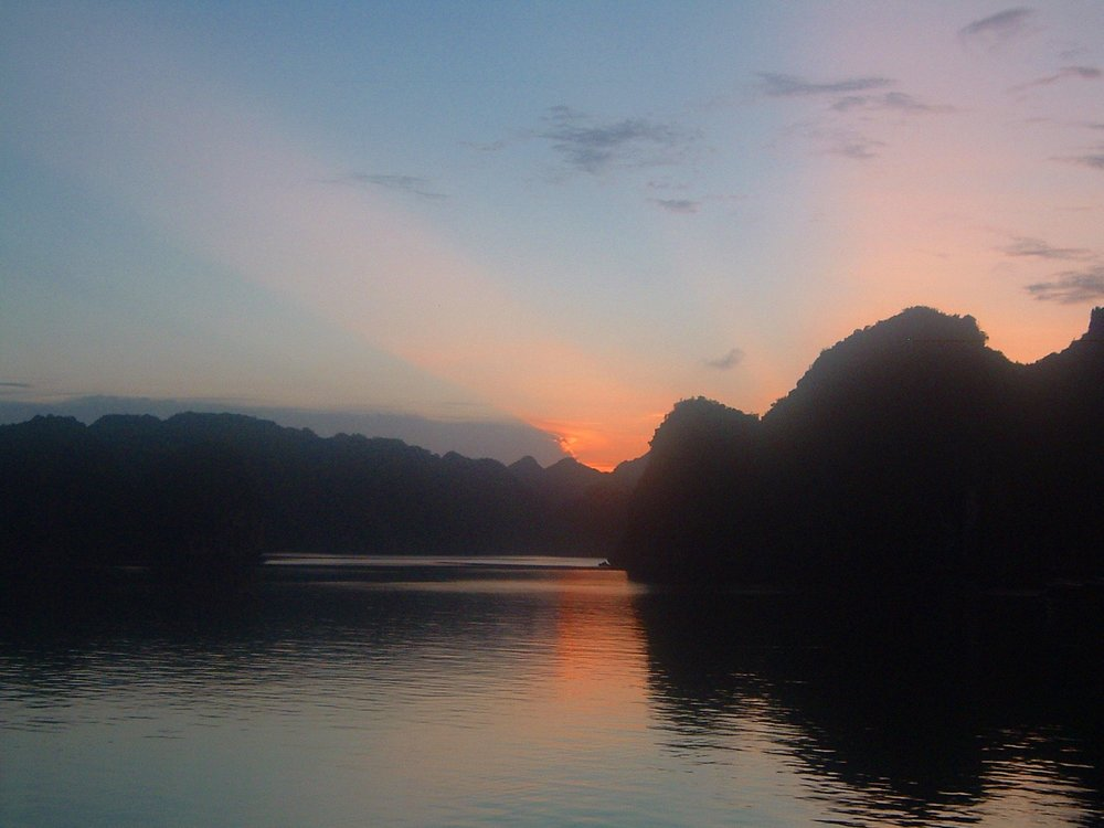 halong sunset 2.JPG