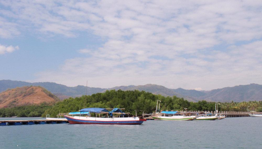 Riung harbor 3.jpg