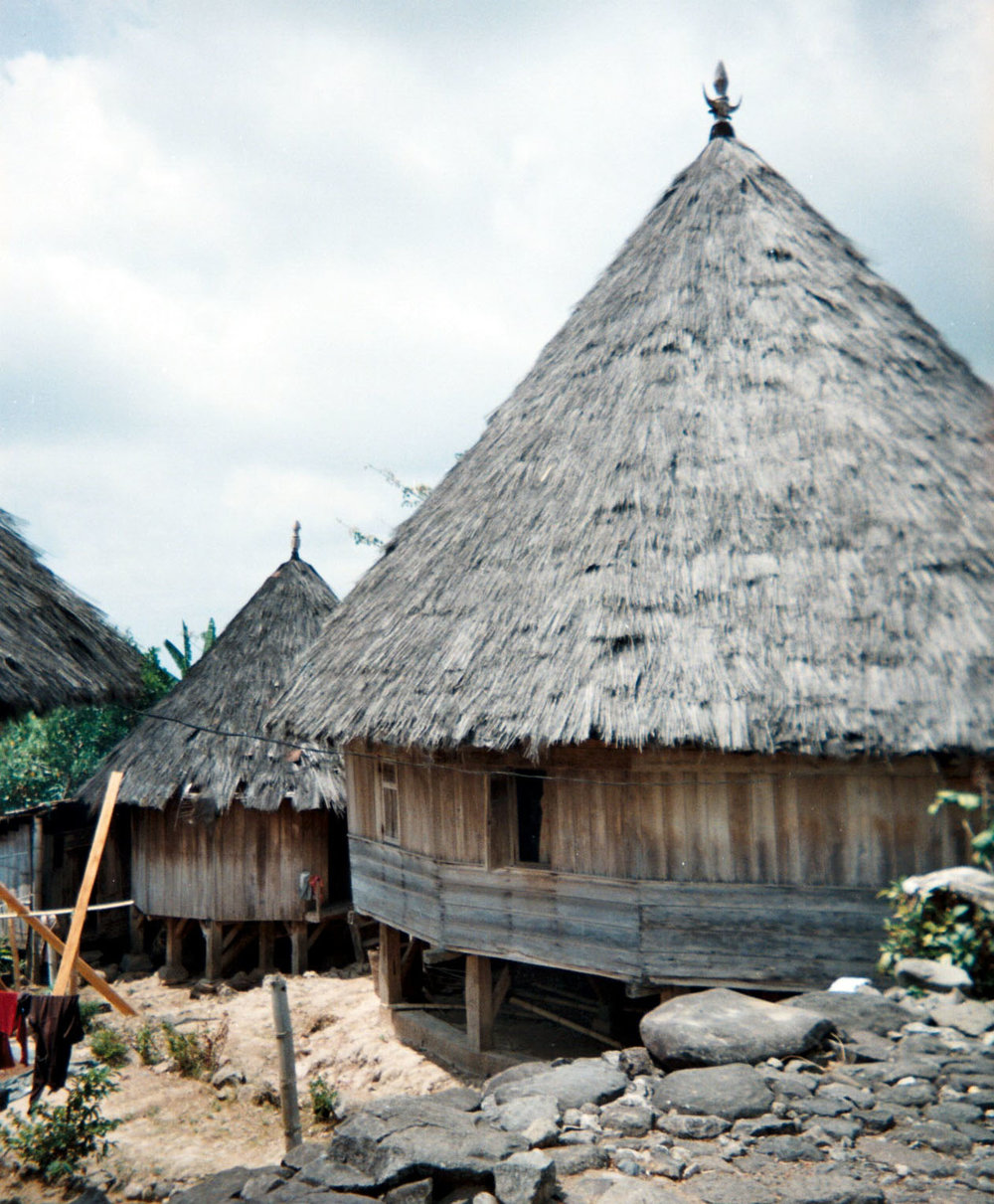 Manggarai house near Ruteng.jpg