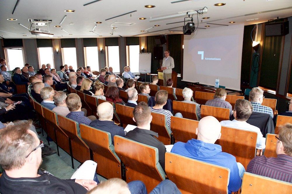 Luentoja oli kuuntelemassa n. 90 vuorialasta kiinnostunutta kuulijaa