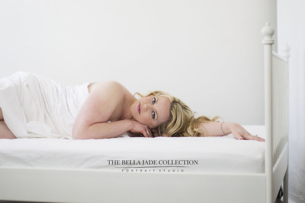 phoenix-scottsdale-boudoir-glamour-photographer-white-sheet-lingerie-photography-the-bella-jade-collection-007