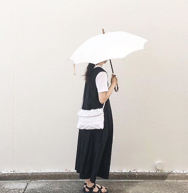 Antonello Bags for any weather, any occasion, anywhere 💁🏻 👜 @____sui_cco . . . . #antonelloteddebags #antonello #wovenbags #bagoftheday #trendy #stylish #rainydays #ootd