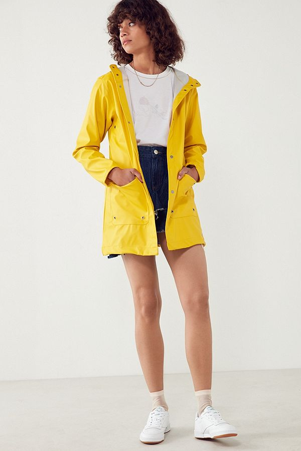 04-spring-rain-jackets-lifestyle-travel-blog-women-packaccordingly.jpeg