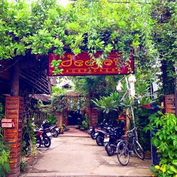 The entrance to one of our favorite hostels in the world: Deejai Backpackers in Chinag Mai, Thailand