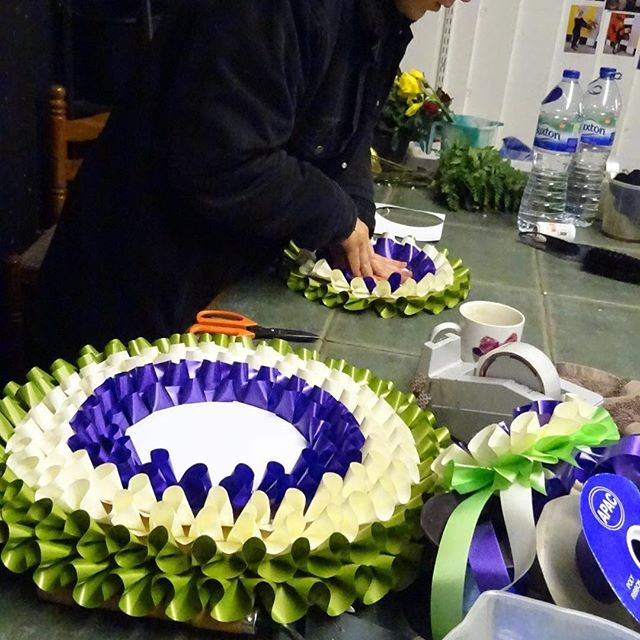 SUFFRAGETTES! They wore rosettes of purple, white and green in their campaign to get the vote for women more than 100 years ago. And as a surprise for Saturday (which we now reveal) assistants at Jo Price's florist shop are making some for Well Street market next Saturday March 3. They look great! @hackneycouncil @wellstmarket @mayorofhackney @vietnam_nails_hackney  @agpriceflorist @nudawnldn @hackney labour