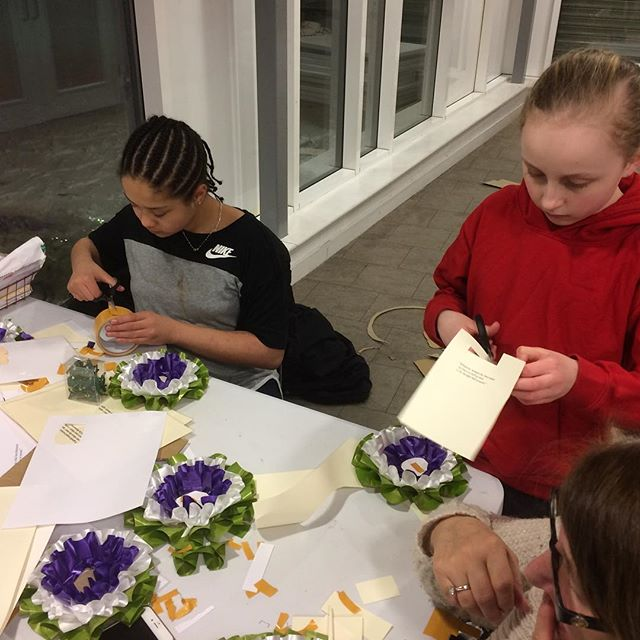 Young people at Morningside and Gascoyne youth club last night were making suffragette rosettes. Check them out today on their stall they regularly run in Well Street. 10am to 4pm. @wellstreetshopping @hackneycouncil @agpriceflorist @chefannamarie @fordstreetkitchen