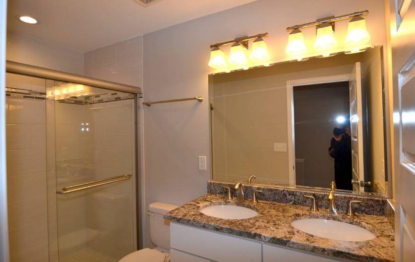 bathroon2.JPG