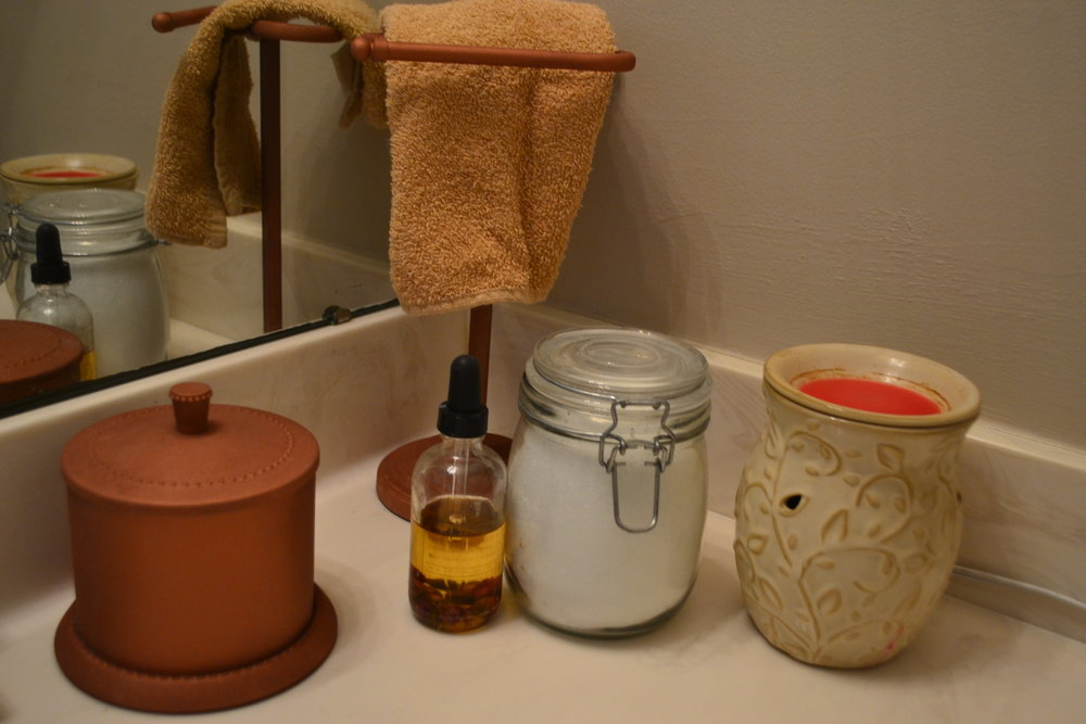 Here are my newly spruced up items in my bathroom.