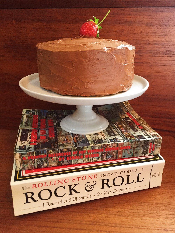 Yellow layer cake w/strawberries & chocolate buttercream