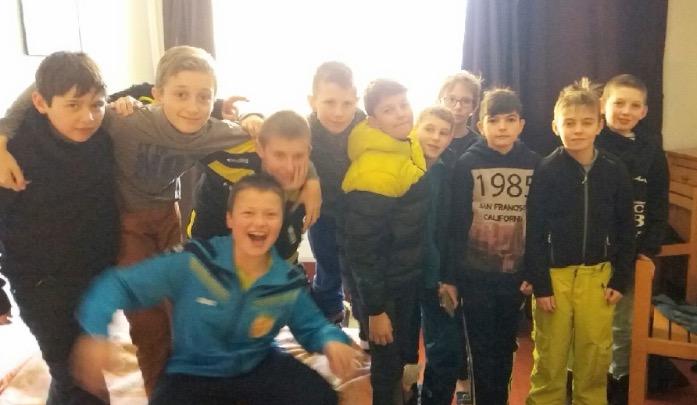 le groupe des garçons dans leurs appartements