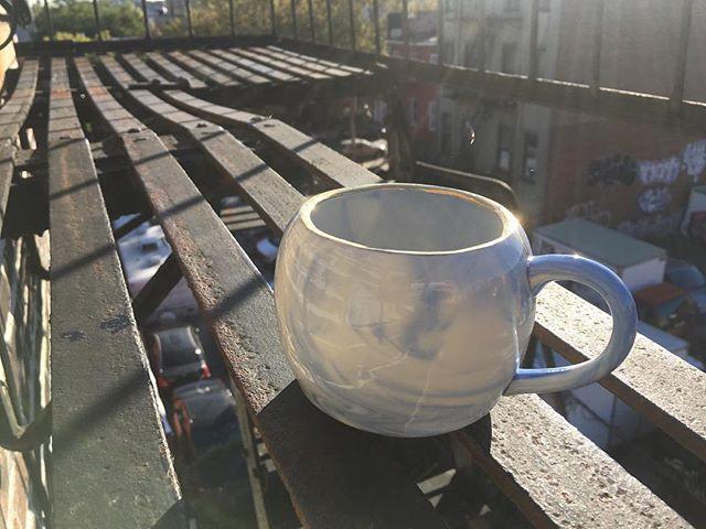 First finished small mug with many, many, more in the works! Holds 12oz. . . . #ceramics #madeinusa #madeinnyc #madeinbrooklyn #porcelain #gold #mug #cup #teacup #coffemug #boldbearstudio #brooklynnavyyard #tea #coffee #brooklyn
