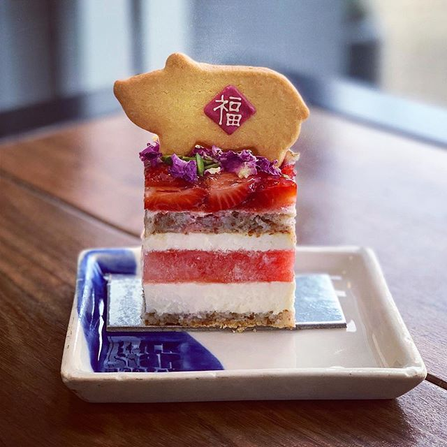 Year of the Pig!  Wishing you good fortune this Chinese New Year.We hope the days ahead are filled withimmensejoy and prosperity.Come celebrate with a slice of strawberry watermelon cake and our special CNY shortbread!  Black Star Pastry全体同仁恭祝您春节快乐,猪年幸福美满!节日期间,我们特意创作了猪猪饼干,您到店享用草莓西瓜蛋糕之余,别忘记把这份福气也一起带走!🐷🍓🍉