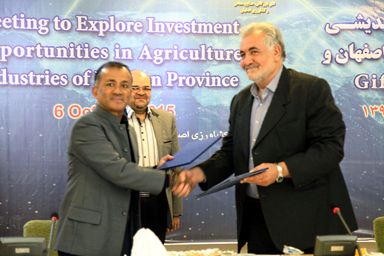 GIFT Founder & CEO Chandran Nair signing MOU with ECCIMA President Mr. Sahl Abadi during GIFT's current Global Leaders Programme in Isfahan, Iran