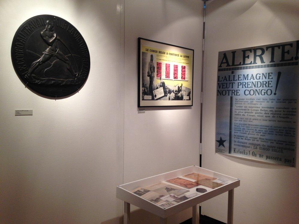 Vue de l'exposition (documents relatifs à l'effort de guerre des congolais lors des deux guerres mondiales).