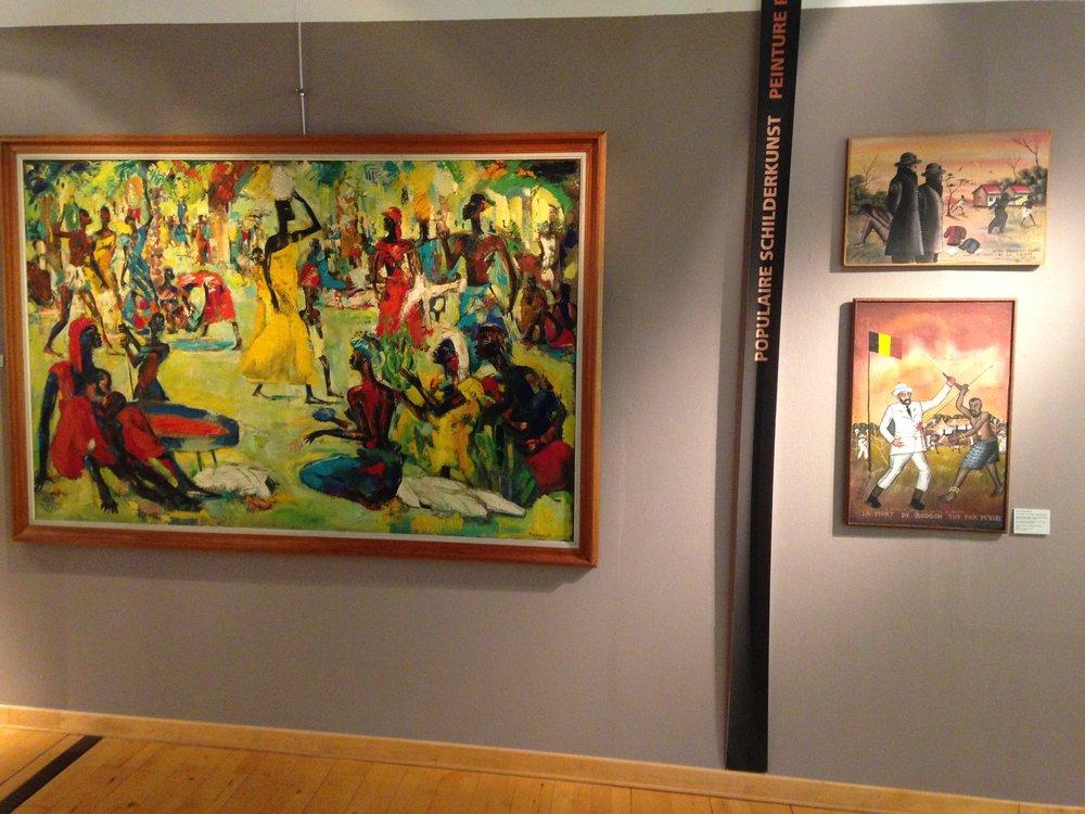 """Vue de l'exposition (""""peinture populaire"""")."""