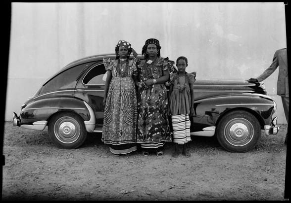 Seydou Keïta, Sans titre, 1954-1960 Courtesy: CAAC –The Pigozzi Collection & Galerie Nathalie Obadia Paris/Bruxelles. Copyright: ©Seydou Keïta/SKPEAC