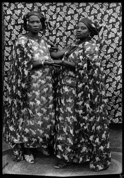 Seydou Keïta, Sans titre, 1956-1959 Courtesy: CAAC –The Pigozzi Collection & Galerie Nathalie Obadia Paris/Bruxelles. Copyright: ©Seydou Keïta/SKPEAC