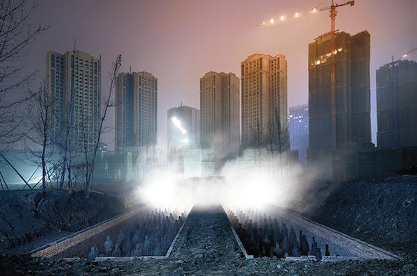 Contemporary Archeology (Night), 2016. Photographie montée sur caisson lumineux, 200 x 132 x 8 cm. Image courtesy Galerie Daniel Templon