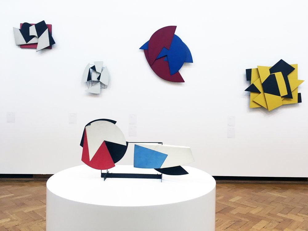Pol Bury ,   Plans Mobiles,  'Time in Motion', BOZAR, vue partielle de l'exposition