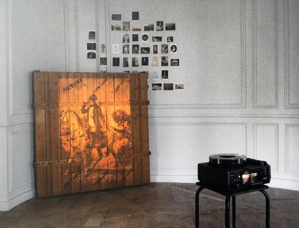 Marcel Broodthaers,  Projection sur caisse , 1968