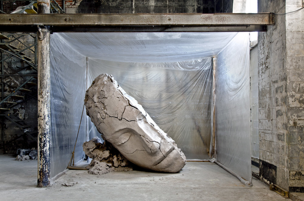 Mark Manders, Dry Clay Head 2015-2016 (installation in Métropole for The Absent Museum). © Kristien Daem