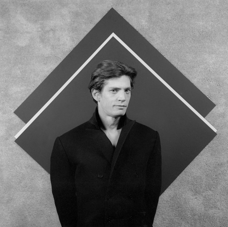Robert Mapplethorpe, Self Portrait, silver gelatin print, 40.6 x 50.8cm, 1983. © Robert Mapplethorpe Foundation. Image courtesy: Galerie Xavier Hufkens.