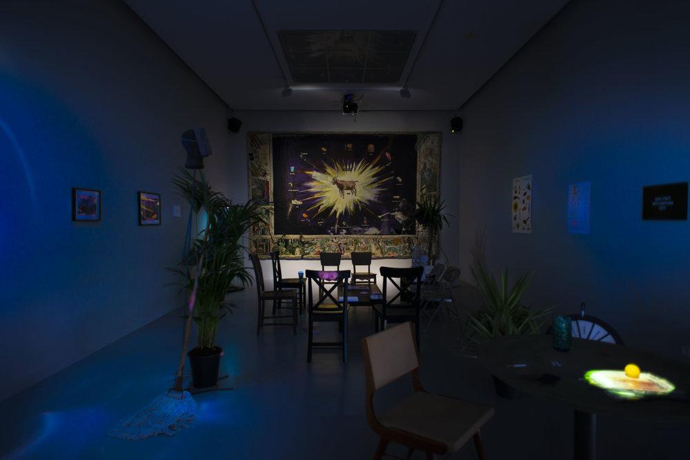 Laure Prouvost, AM-BIG-YOU-US LEGSICON, vue d'exposition M HKA, image courtesy M HKA