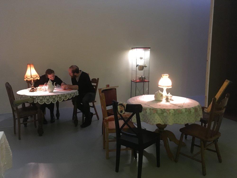 Laure Prouvost,  AM-BIG-YOU-US LEGSICON , vue d'exposition M HKA. Photo: Zoé Schreiber