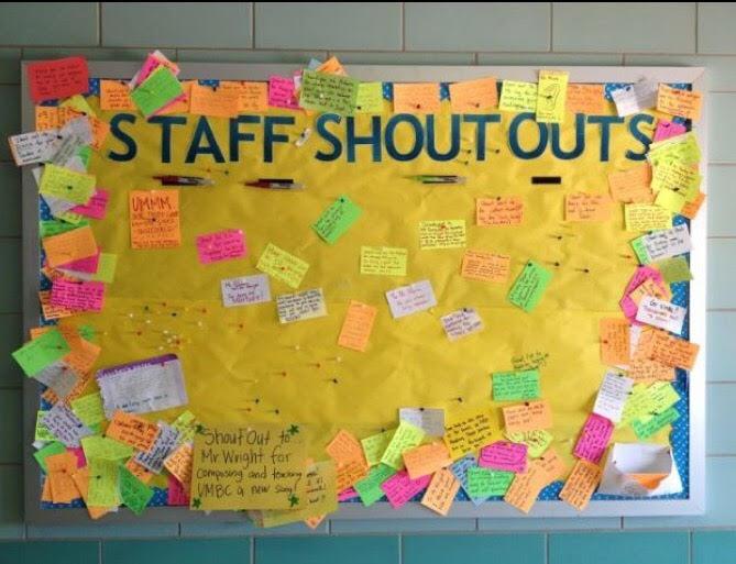 """Staff shout-out  Gå sammen og bli enig om en lærer dere ønsker å løfte med godhet. det kan være en lærer dere alle tenker har gjort mye for dere gjennom året. Skriv ned alt dere kan komme på som er bra med læreren, og skriv dette på post-it lapper i ulike farger. Få dermed tilgang til en kritt-tavle på et tidspunkt der læreren ikke er tilstede. Skriv på tavla """" SHOUT OUT"""" og klistre alle post-it lappene spredt på tavla. En veldig hyggelig overraskelse å få for læreren når den kommer tilbake til rommet! Et annet alternativ er også å skrive post-it lapper med kvaliteter dere mener er bra med ALLE lærerene, og gjør tilsvarende på tavle - men da på tavla i fellesrom til alle lærerene. NB! dette alternativet er kun bra om dere kjenner og har et forhold til samtlige lærere. Hvis ikke blir noen utelatt, og det er vondt. Dette må oppleves som godhet, og bare det:)"""